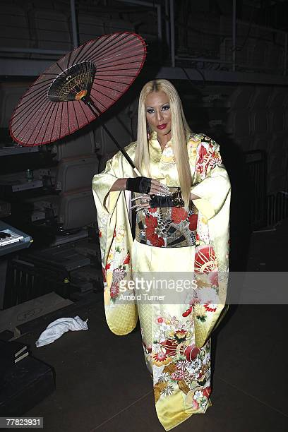 Singer Ivy Queen backstage during at the 8th Annual Latin GRAMMY Awards at Mandalay Bay on November 8, 2007 in Las Vegas, Nevada.