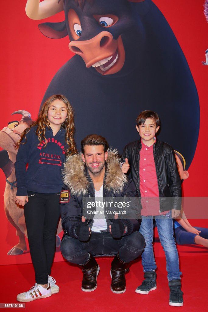 Singer J Khan together wiht kids Layla and Leo pictured during the premiere of 'Ferdinand - Geht STIERisch ab!' at Zoo Palast on December 7, 2017 in Berlin, Germany.