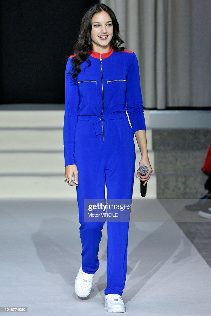 Agnes B : Runway - Paris Fashion Week Womenswear Spring/Summer 2019 : News Photo