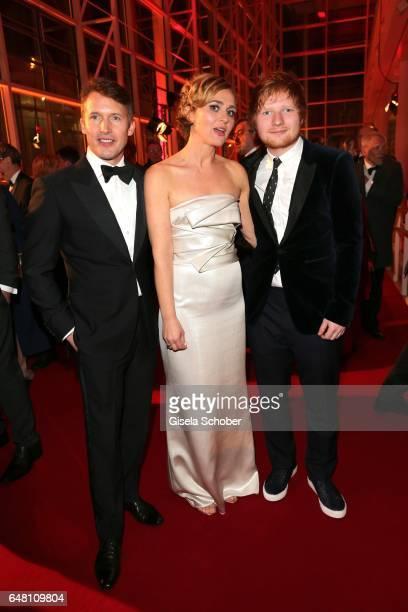 Singer James Blunt, Caren Miosga and singer Ed Sheeran during the Goldene Kamera reception at Messe Hamburg on March 4, 2017 in Hamburg, Germany.