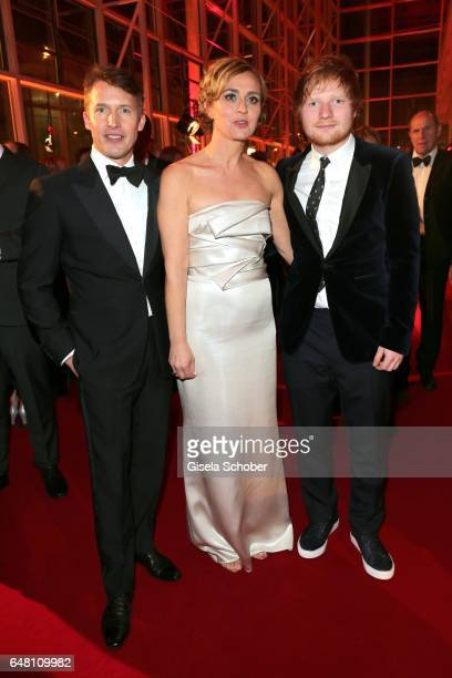 Singer James Blunt Caren Miosga and singer Ed Sheeran during the Goldene Kamera reception at Messe Hamburg on March 4 2017 in Hamburg Germany