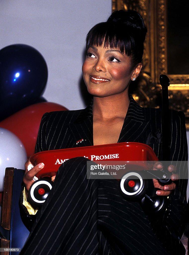 Singer Janet Jackson announces her new concert tour - The Velvet