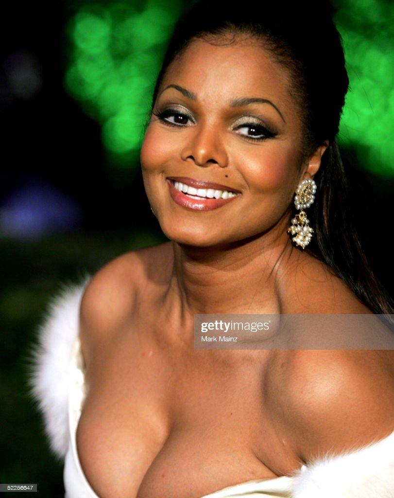 Singer Janet Jackson arrives at the Vanity Fair Oscar Party at Mortons on February 27, 2005 in West Hollywood, California.