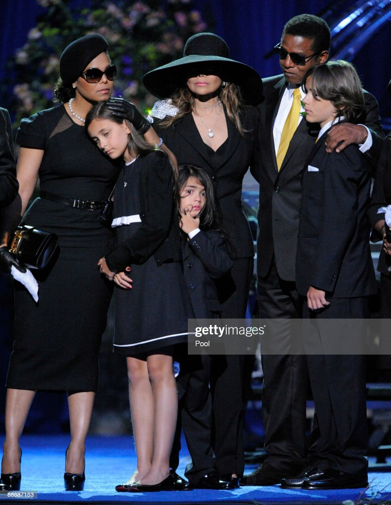 Memorial Service For Michael Jackson Draws Thousands Of Fans And Mourners : News Photo