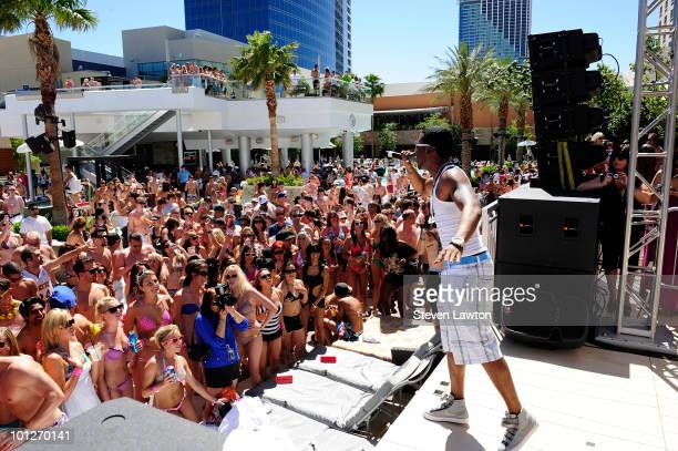 """Singer Jason Derulo performes at the 2nd annual """"Love Festival"""" at The Palms Casino Resort on May 29, 2010 in Las Vegas, Nevada."""