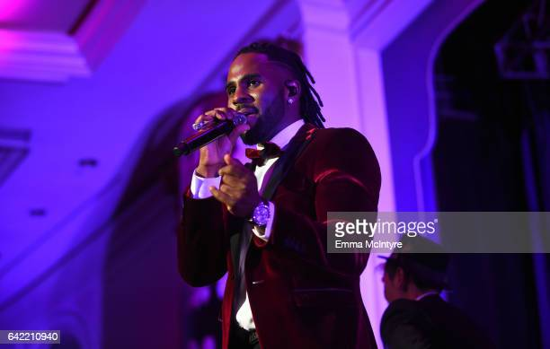 Singer Jason Derulo performs onstage during WCRF's 'An Unforgettable Evening' presented by Saks Fifth Avenue at the Beverly Wilshire Four Seasons...