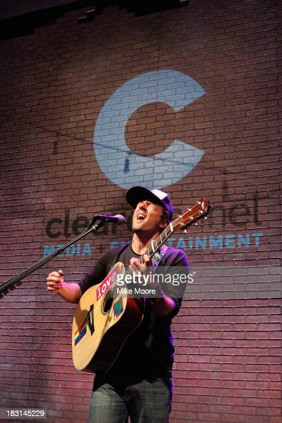 Singer Jason Mraz performs during the Clear Channel Media And Entertainment Presents Jason Mraz At The 2013 ANA Masters Of Marketing Annual...