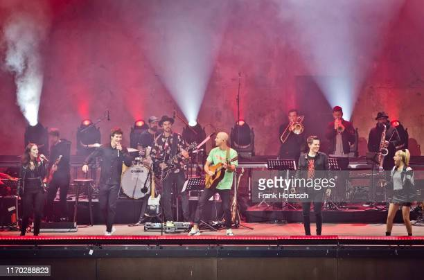 Singer Jennifer Haben Wincent Weiss Milow Michael Patrick Kelly and Jeanette Biedermann perform live on stage during the concert 'Sing meinen Song'...