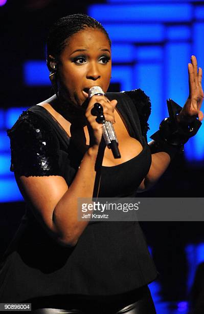 Singer Jennifer Hudson performs onstage during 2009 VH1 Divas at Brooklyn Academy of Music on September 17, 2009 in New York City.