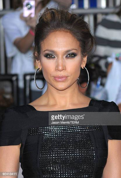 Singer Jennifer Lopez arrives at the premiere of Sony Pictures' 'This Is It' held at Nokia Theatre Downtown LA on October 27 2009 in Los Angeles...