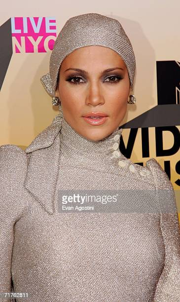 Singer Jennifer Lopez attends the 2006 MTV Video Music Awards at Radio City Music Hall August 31 2006 in New York City