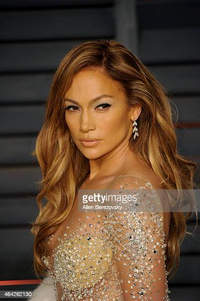Singer Jennifer Lopez attends the 2015 Vanity Fair Oscar Party hosted by Graydon Carter at Wallis Annenberg Center for the Performing Arts on...