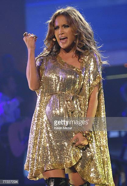 """Singer Jennifer Lopez performs at Madison Square Garden during the """"En Concierto"""" tour on October 7, 2007 in New York City. **Exclusive**"""