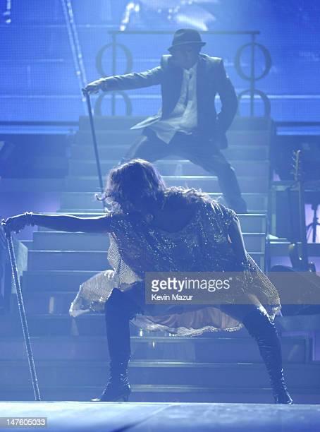 "Singer Jennifer Lopez performs at the Trump Taj Mahal Casino and Resort at the ""En Concierto"" tour opener on September 28, 2007 in Atlantic City, New..."