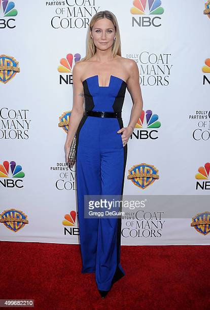 Singer Jennifer Nettles arrives at the premiere of Warner Bros Television's 'Dolly Parton's Coat Of Many Colors' at the Egyptian Theatre on December...