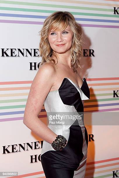 Singer Jennifer Nettles arrives to the 32nd Kennedy Center Honors at Kennedy Center Hall of States on December 6 2009 in Washington DC