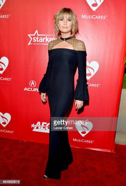 Singer Jennifer Nettles of Sugarland attends 2014 MusiCares Person Of The Year Honoring Carole King at Los Angeles Convention Center on January 24...