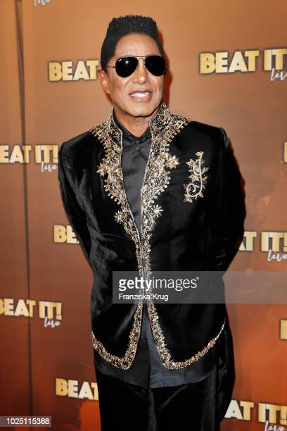 Singer Jermaine Jackson attends the musical premiere of 'BEAT IT Die Show ueber den King of Pop' at Stage Theater on August 29 2018 in Berlin Germany