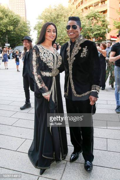 US singer Jermaine Jackson Maday Velazquez during the musical premiere of 'BEAT IT Die Show ueber den King of Pop' at Stage Theater am Potsdamer...