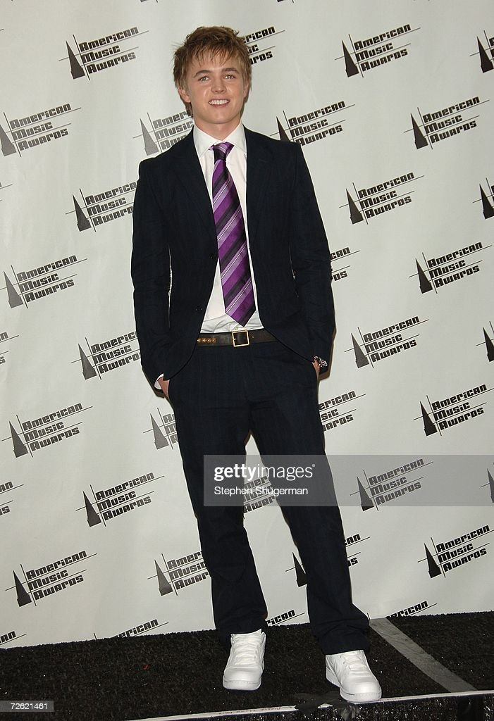 Singer Jesse McCartney poses in the press room at the 2006 American Music Awards held at the Shrine Auditorium on November 21, 2006 in Los Angeles, California.