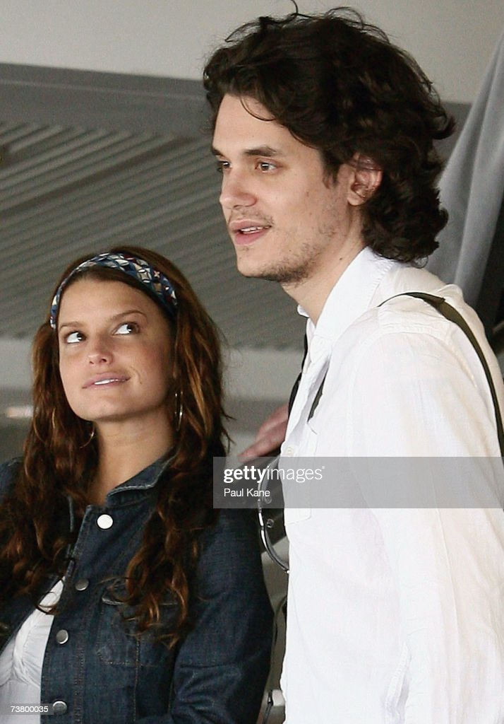 John Mayer and Jessica Simpson at Perth Airport : ニュース写真