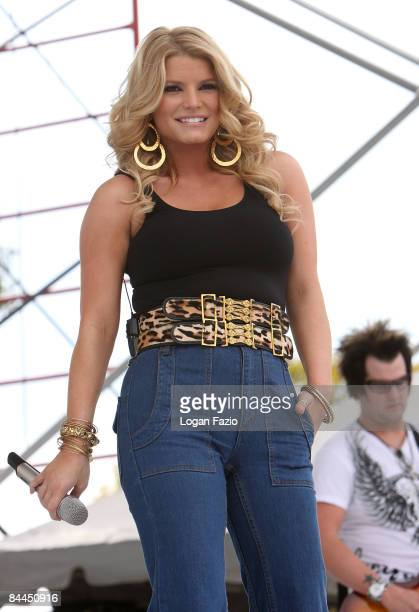 Singer Jessica Simpson performs at the 99.9 Kiss Country 24th Annual Chili Cook Off at CB Smith Park on January 25, 2009 in Pembroke Pines, Florida.