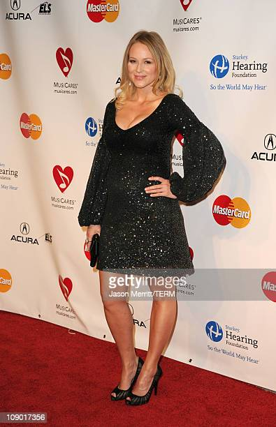 Singer Jewel arrives at the 2011 MusiCares Person of the Year Tribute to Barbra Streisand held at the Los Angeles Convention Center on February 11...