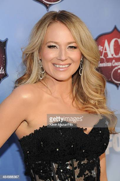 Singer Jewel arrives at the American Country Awards 2013 at the Mandalay Bay Events Center on December 10, 2013 in Las Vegas, Nevada.