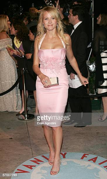 Singer Jewel arrives at the Vanity Fair Oscar Party at Mortons on March 5 2006 in West Hollywood California
