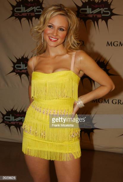 Singer Jewel poses backstage at the VH1 Divas Duets a concert to benefit the VH1 Save the Music Foundation held at the MGM Grand Garden Arena on May...