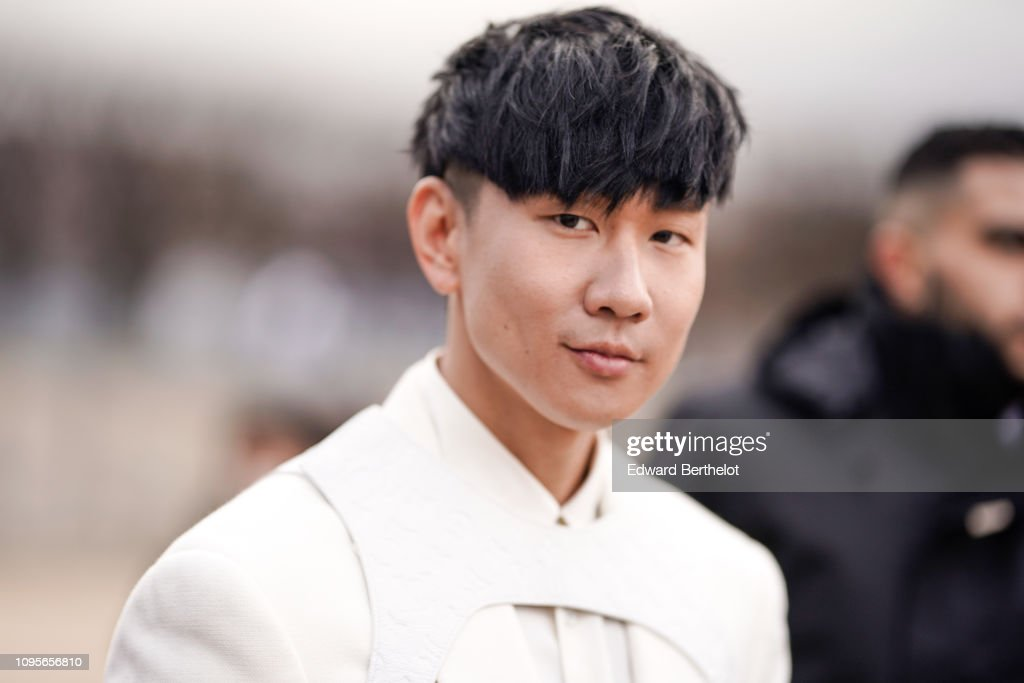 Street Style - Paris Fashion Week - Menswear F/W 2019-2020 : Day Three : News Photo