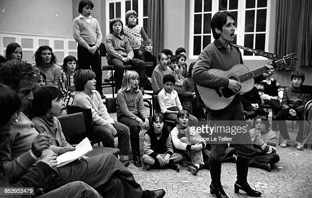 Singer Joan Baez and puplis of Petits Chanteurs d'Asnières a French music school France 12/1980