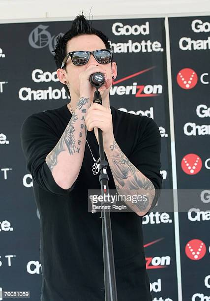 Singer Joel Madden of Good Charlotte performs live at the Verizon Wireless Communications Store, August 13 Woodbridge New Jersey.