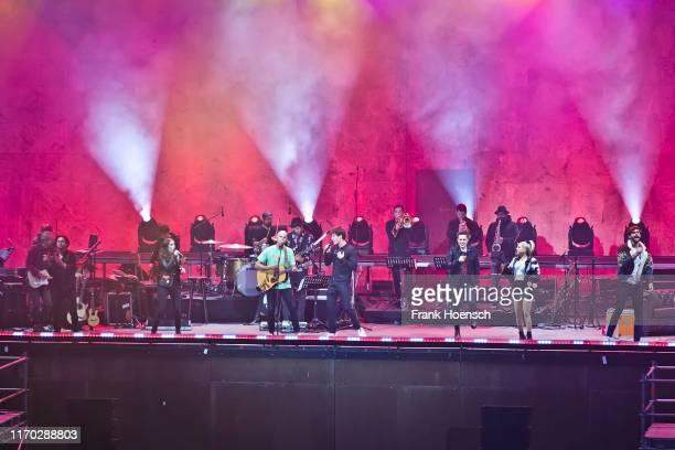 Singer Johannes Oerding Jennifer Haben Milow Wincent Weiss Michael Patrick Kelly Jeanette Biedermann and Alvaro Soler perform live on stage during...