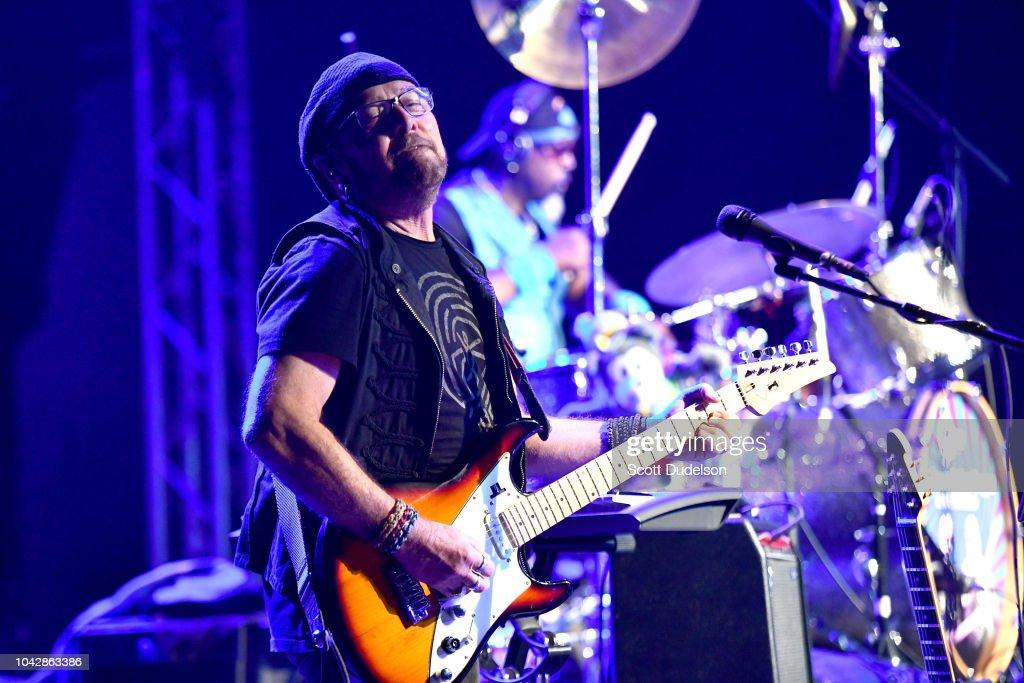 Steve Cropper & Dave Mason In Concert - Pasadena, CA : News Photo