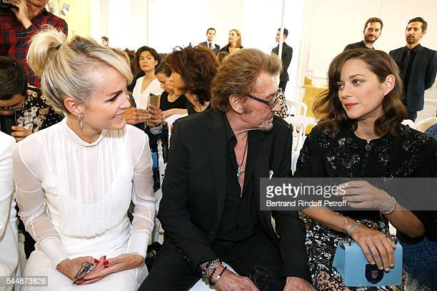 Singer Johnny Hallyday sitting between his wife Laeticia and actress Marion Cotillard attend the Christian Dior Haute Couture Fall/Winter 20162017...