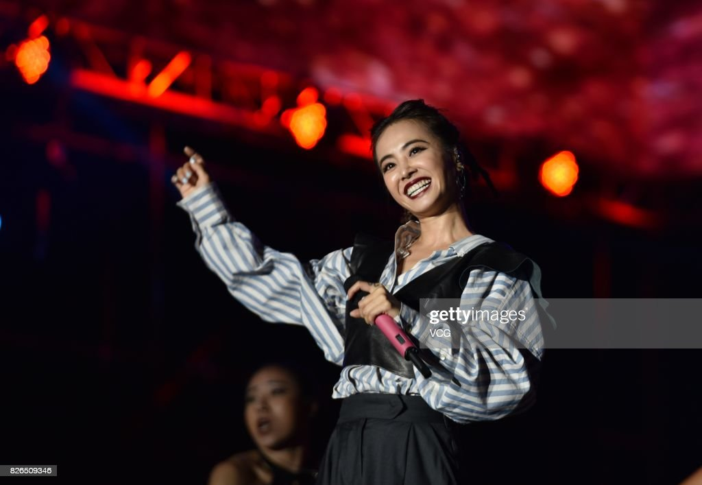 Jolin Tsai Performs During The 2nd Huanglongxi Country Music Festival In Chengdu : News Photo