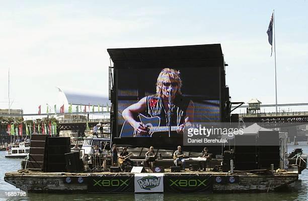 Singer Jon Bon Jovi performs on a barge at Darling Harbour, December 13, 2002 in Sydney, Australia. -Original Filename: SPECIAL INSTRUCTIONS: None