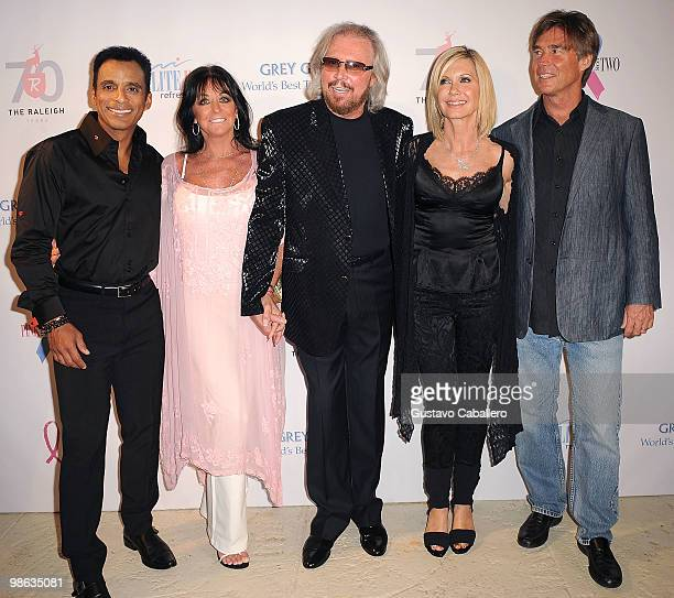 Singer Jon SecadaLinda GibbBarry GibbOlivia NewtonJohn and husband John Easterling attends the Pink and Blue for Two event at Raleigh Hotel on April...