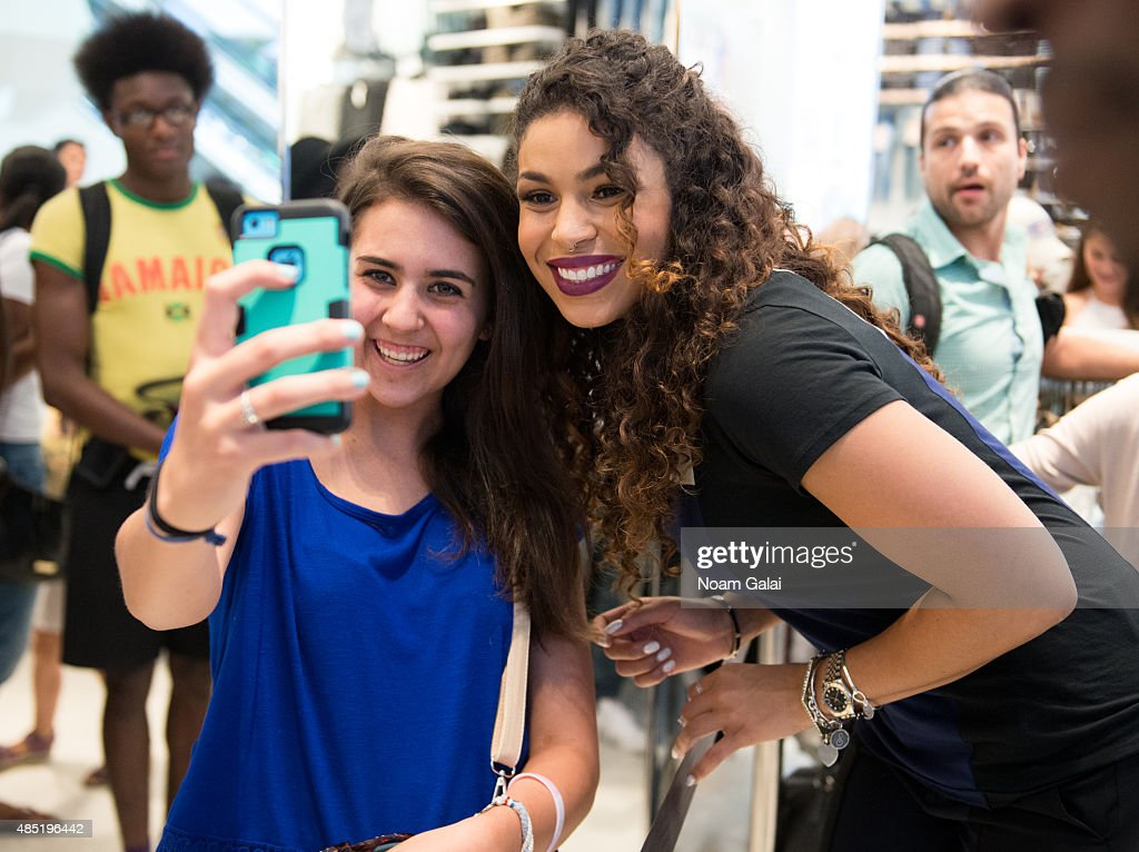 Singer Jordin Sparks (R) visits 'Extra' at their New York studios at H&M in Times Square on August 25, 2015 in New York City.