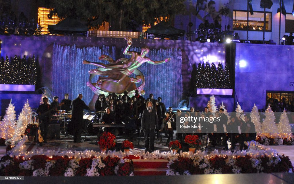 Singer Josh Groban performs at the 2007 Rockefeller Center Tree... News Photo | Getty Images
