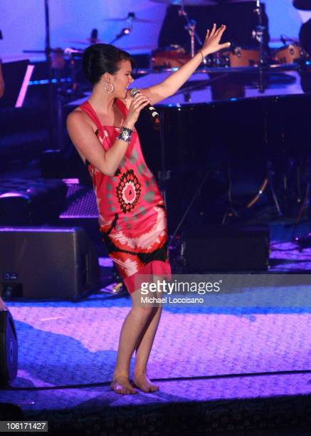 Singer Joss Stone performs on stage during the 2007 The G&P Foundation's Angel Ball at the Marriott Marquis on October 29, 2007 in New York City.