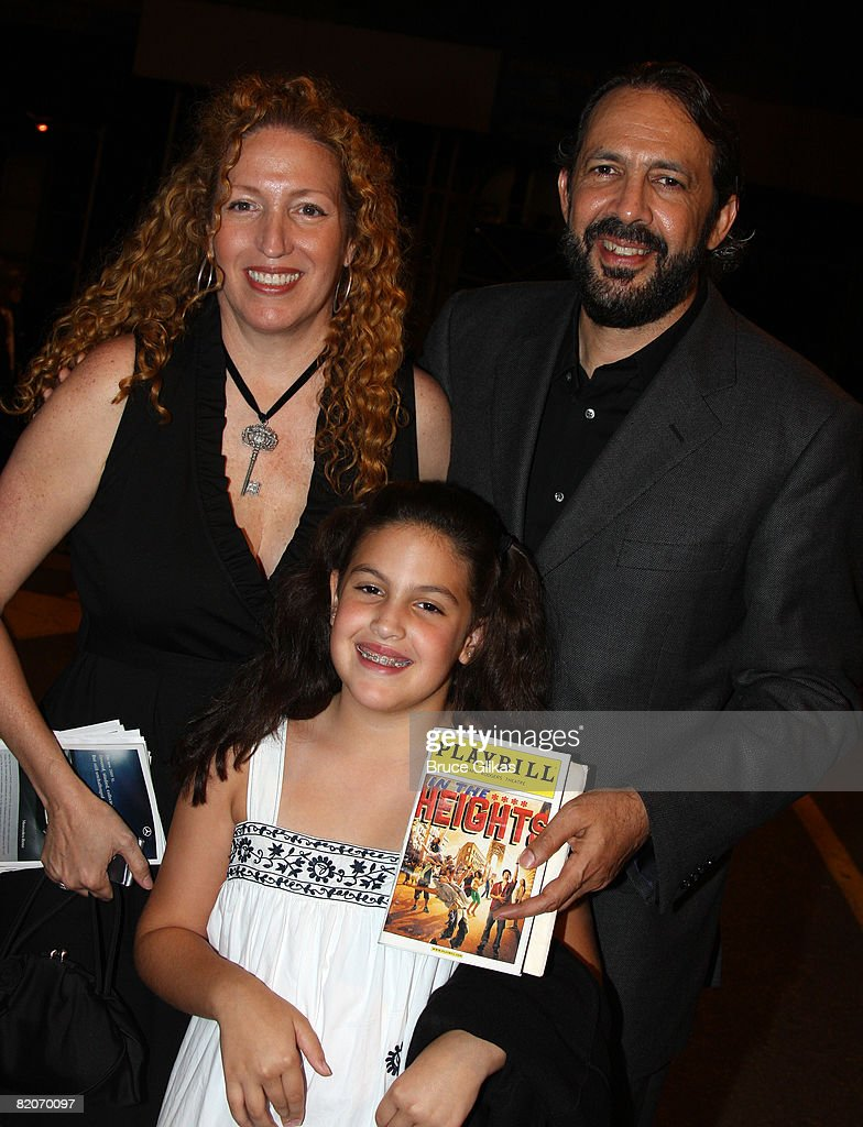 Juan Luis Guerra avec amicale, femme Nora Vega