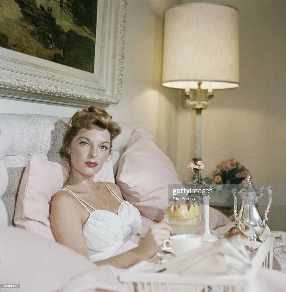 Singer Julie London enjoying breakfast in bed at the Beverly Hills Hotel. A Wonderful Time - Slim Aarons