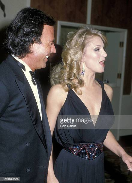 Singer Julio Iglesias and actress Heather Thomas attend the 41st Annual Golden Globe Awards on January 28 1984 at the Beverly Hilton Hotel in Beverly...