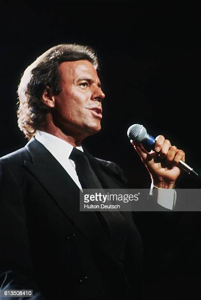 Singer Julio Iglesias at the Royal Albert Hall Julio Iglesias the Spanish international singing star performing on stage at the Royal Albert Hall in...