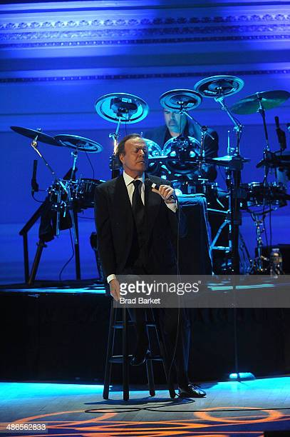 Singer Julio Iglesias performs at the 2014 Medal Carnegie Hall of Excellence Gala honoring Oscar De La Renta at Carnegie Hall on April 24 2014 in New...