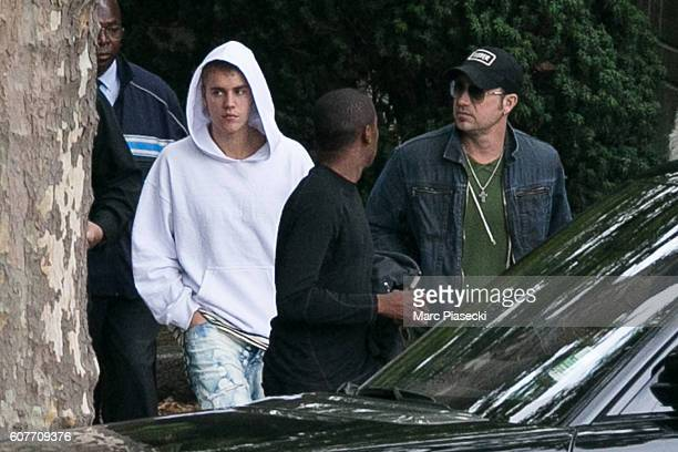 Singer Justin Bieber and his father Jeremy Jack Bieber are seen at 'Pere Lachaise' cemetery on September 19 2016 in Paris France