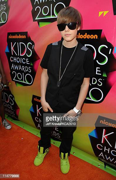 Singer Justin Bieber arrives at Nickelodeon's 23rd Annual Kids' Choice Awards held at UCLA's Pauley Pavilion on March 27, 2010 in Los Angeles,...