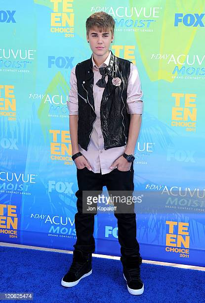 Singer Justin Bieber arrives at the 2011 Teen Choice Awards held at Gibson Amphitheatre on August 7, 2011 in Universal City, California.